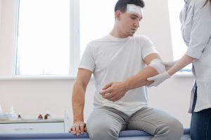 Odszkodowanie powypadkowe za złamany łokieć, ręka